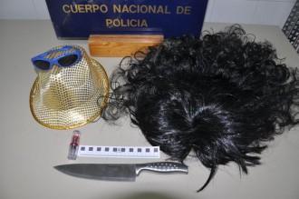 Detingut per intentar atracar perruqueries disfressat de dona