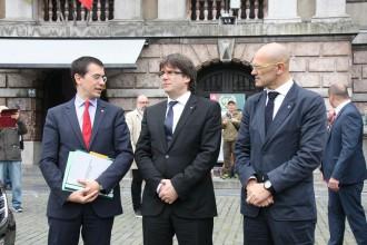 Vés a: Puigdemont defensa la cimera contra la suspensió de la llei d'emergència social des de Bèlgica