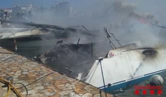 Vés a: Cremen tres embarcacions amarrades a Santa Margarida de Roses
