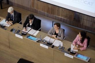 Vés a: Puigdemont i Colau tornen a oferir-se per acollir refugiats