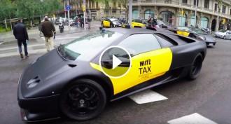 VÍDEO Dos taxis Lamborghinis creen expectació a Barcelona