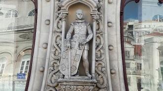 Un jove destrueix una valuosa estàtua a Lisboa mentre es feia un «selfie»