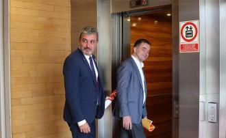 Vés a: Bosch pugna per evitar que Colau consumi el pacte de govern amb Collboni