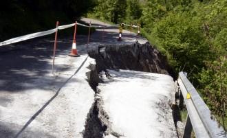 Tallada la carretera que uneix Escàs i Caregue per un esfondrament