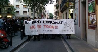 Vés a: Més de 300 persones es tornen a manifestar pel «banc expropiat»