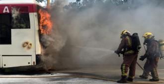 Vés a: FOTOS Crema un altre autobús a Terrassa