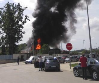 Vés a: Un incendi crema un taller de camions a Porqueres, al Pla de l'Estany