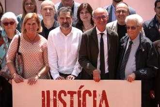 Vés a: Òmnium i la Comissió de la Dignitat neguen la legitimitat de la «consulta trampa» de Tortosa