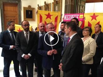 Vés a: El ministre Catalá, «perseguit» amb estelades dins de l'Ajuntament de Reus