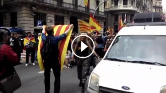 Vés a: VÍDEO Un «nou català» desafia els legionaris cantant «Els Segadors»