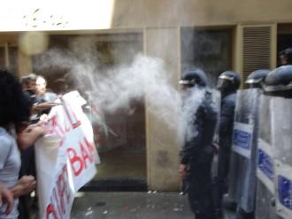 Vés a: Tensió entre manifestants i Mossos a Gràcia pel «banc expropiat»