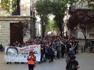 Vés a: Centenars de persones es manifesten a Gràcia pel «banc expropiat»