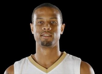 Vés a: Mor d'un tret el jugador de l'NBA Bryce Dejean-Jones