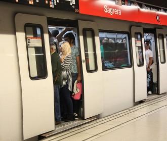 Vés a: TMB es planteja tancar el metro si es repeteixen les aglomeracions del matí