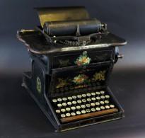 El mNACTEC Terrassa adquireix una màquina d'escriure de 1875