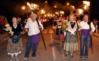 Unes 170 parelles inauguren la temporada de falles a la Pobla de Segur