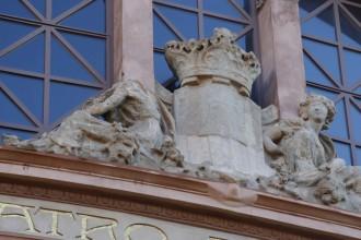 El Teatre Principal Terrassa es tanca per la caiguda del cap d'una estàtua