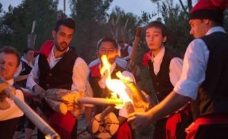 El foc de les falles i les fogueres marca l'arribada de la nit de Sant Joan