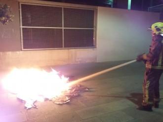 La nit de Sant Joan es tanca a Terrassa amb disset contenidors cremats