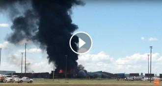 Vés a: VÍDEO Un aparatós accident de tren obliga a evacuar 2.400 persones a Texas