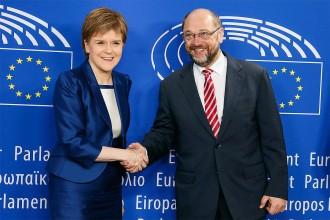 Vés a: La primera ministra escocesa, a Brussel·les per evitar la marxa d'Escòcia de la UE