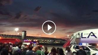 Vés a: VÍDEO Un avió en direcció a Xile ha de fer un aterratge d'emergència a Madrid