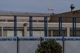 Vés a: Seixanta-vuit interns del CIE de Zona Franca comencen una vaga de fam