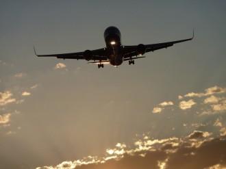 Detenen dos pilots beguts quan pretenien volar un avió comercial a Nova Jersey