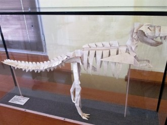 Un dinosaure a l'Arxiu Comarcal