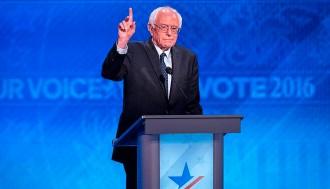 Vés a: Sanders demana el vot per a Clinton en una convenció demòcrata enrarida i sense unió