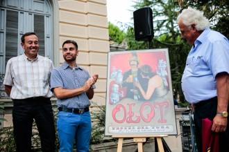 Vés a: Els gegants brinden amb la bandera d'Olot al cartell de les Festes del Tura 2016
