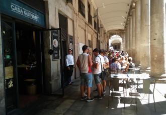 Vés a: Els bars de la Boqueria i l'Ajuntament eleven el pols per les terrasses