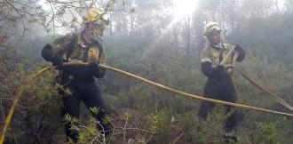 Vés a: El risc de foc es manté molt elevat a una vintena de comarques per quart dia consecutiu