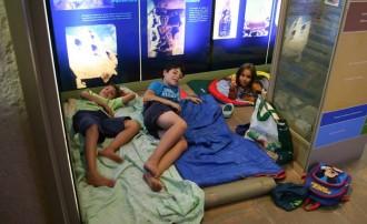 Vint nens passen la nit al Museu de la Conca Dellà