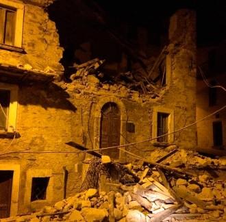 Vés a: Almenys deu morts en un terratrèmol que sacseja el centre d'Itàlia