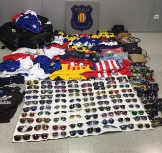 Vés a: Intercepten 336 objectes del «top manta» durant la festa major de Sitges