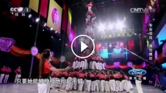 Vés a: VÍDEO Un castell de la Colla Vella a la televisió xinesa es torna viral a l'Índia