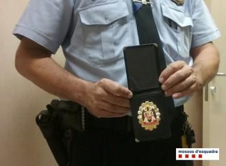 Vés a: Dos detinguts a Tarragona per cometre furts a l'AP-7 fent-se passar per policies