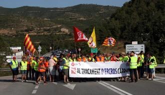 Provoquen talls intermitents a la C-55 per protestar contra el possible tancament d'Ercros