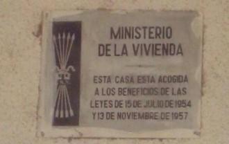 Vés a: Bell-lloc debatrà la retirada de la simbologia franquista que resta al municipi