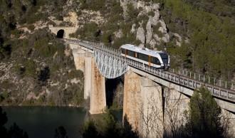 El nou tren de la Pobla gairebé triplica els viatgers en dos mesos