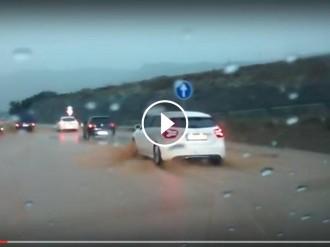 Vés a: VÍDEO Circulació amb dificultats per la inundació d'un quilòmetre de la C-17