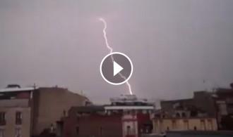 Vés a: VÍDEO Pluja i llamps al Vallès Oriental