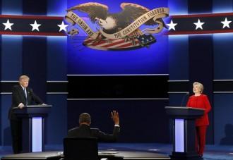 Vés a: Clinton i Trump xoquen en un debat ple d'atacs personals