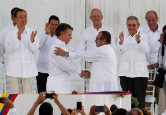 Vés a: El govern colombià i les FARC signen la pau després de 52 anys de guerra