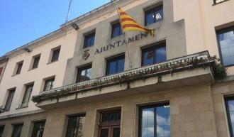 Vés a: La justícia obliga la Garriga a penjar la bandera espanyola al balcó de l'Ajuntament