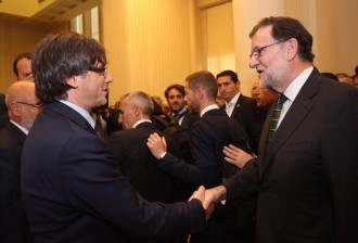 Vés a: Puigdemont i Rajoy coincideixen sense tensió a Porto després de l'anunci de referèndum per al 2017