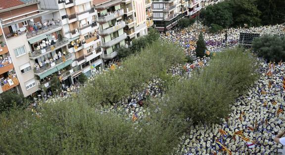 Més de 60.000 persones bateguen a Berga per la independència, la cultura i la tradició