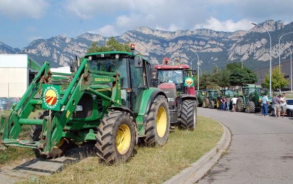 Unió de Pagesos critica problemes per circular amb tractors i maquinària agrària a la C-16, a Puig-reig
