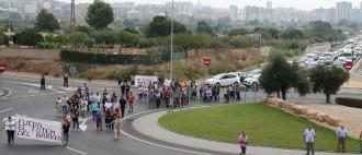 Vés a: Veïns dels barris de Ponent de Tarragona tallen una carretera en protesta per una tanca publicitària